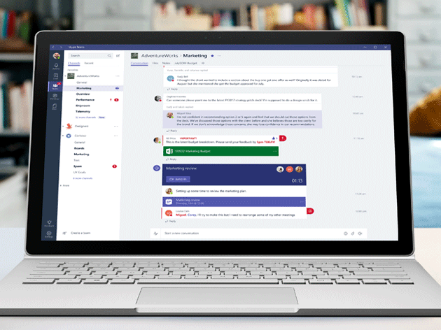 Компьютер с окном Microsoft Teams